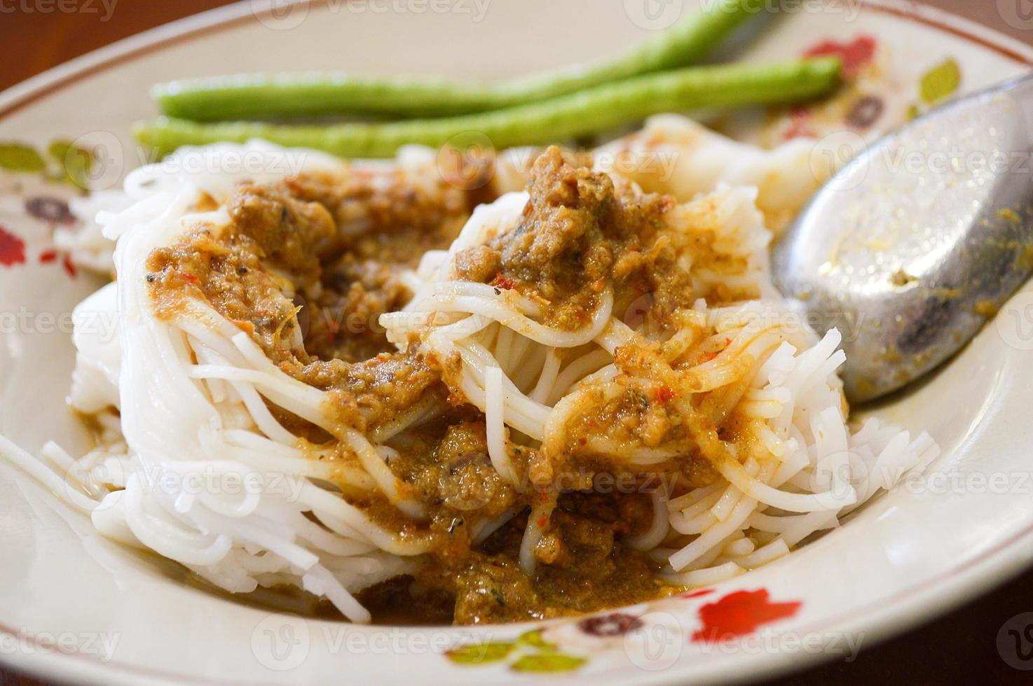 vermicelli di riso con salsa al curry foto