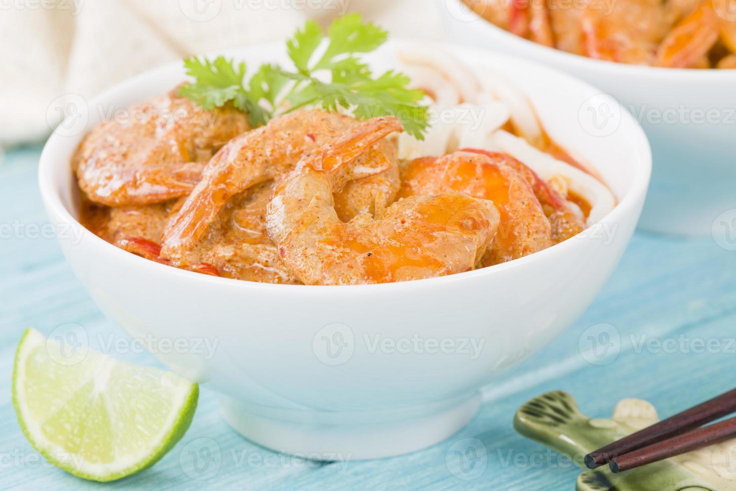 gamberi al curry tailandese con spaghetti foto