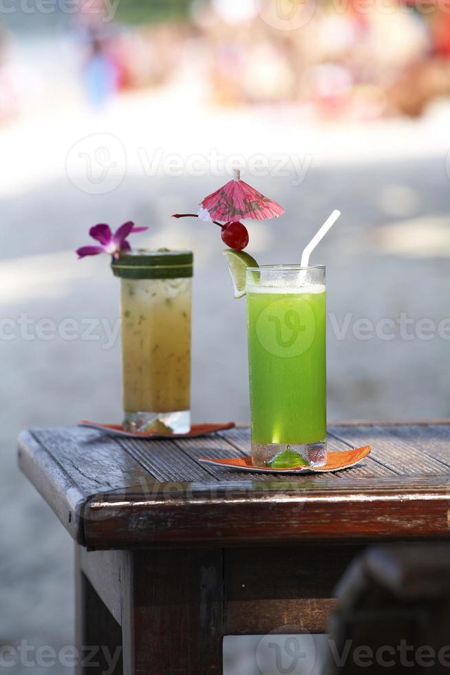 cocktail sulla spiaggia foto