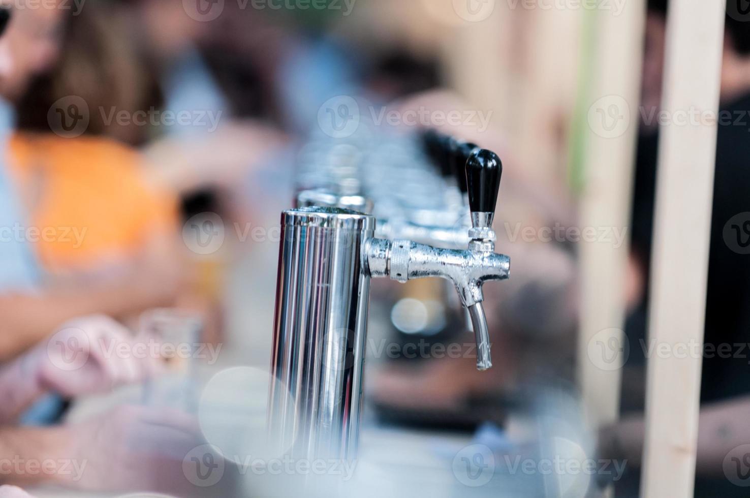 distributore di birra all'aperto foto