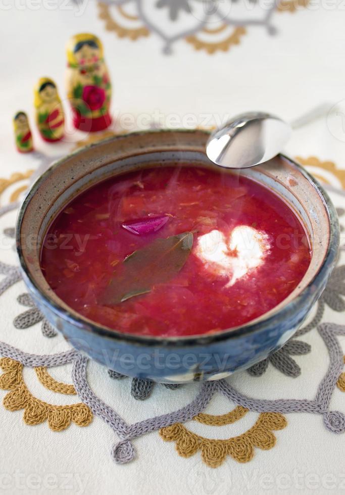 zuppa di borscht vegetariana fatta in casa foto
