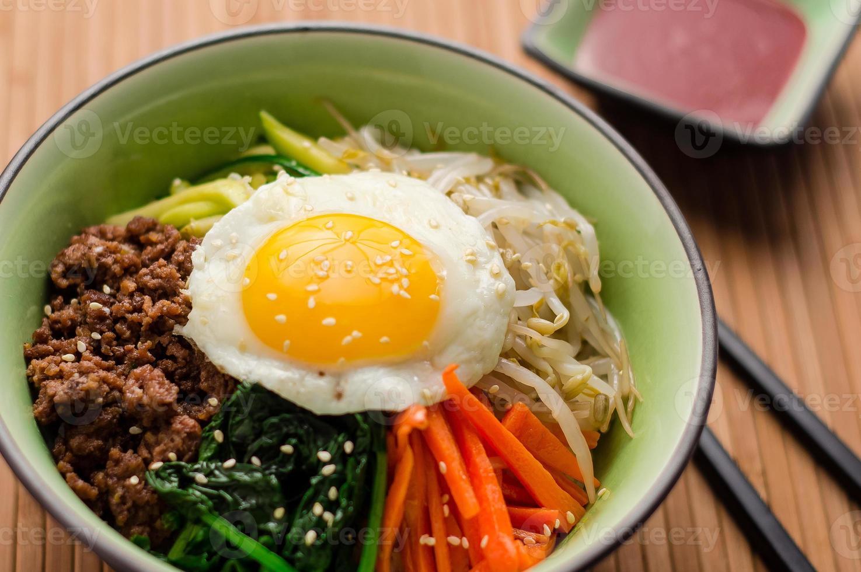 piatto bibimbap fatto in casa foto