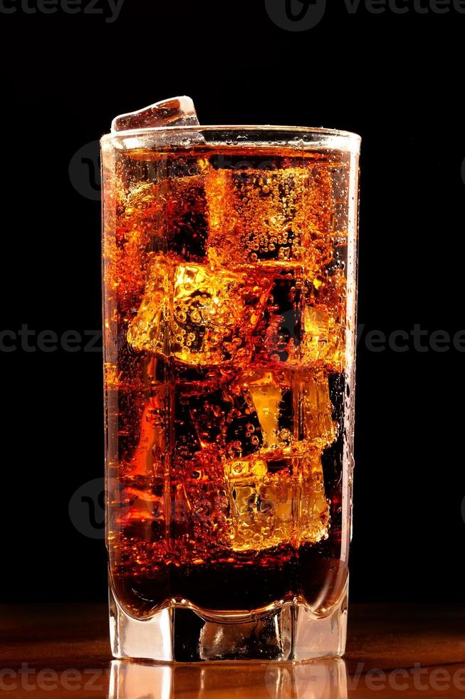 bicchiere di cola fredda foto