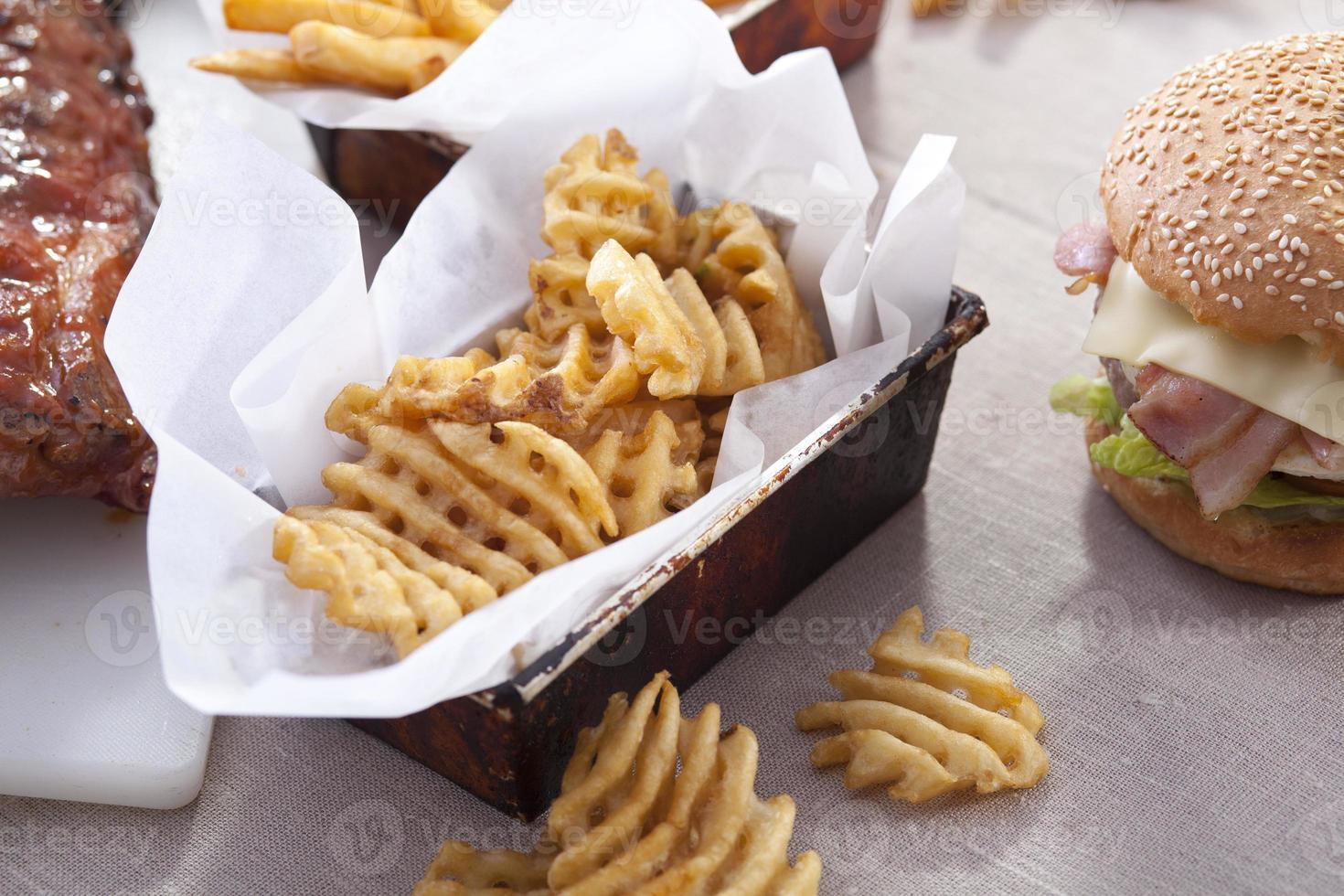 patatine e hamburger foto