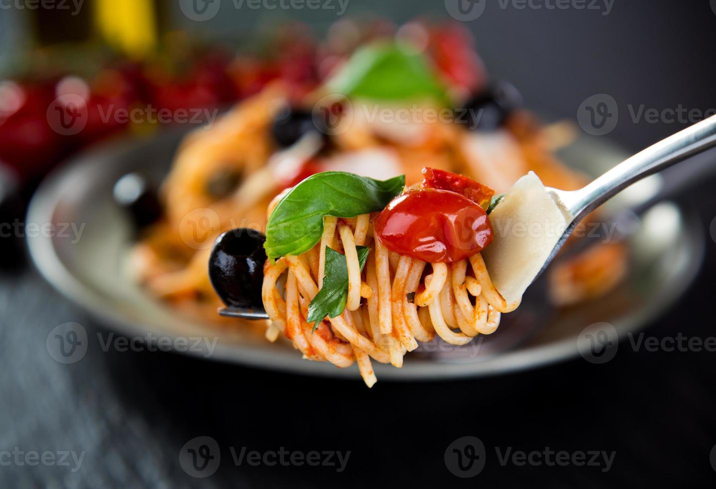 pasta italiana putanesca foto