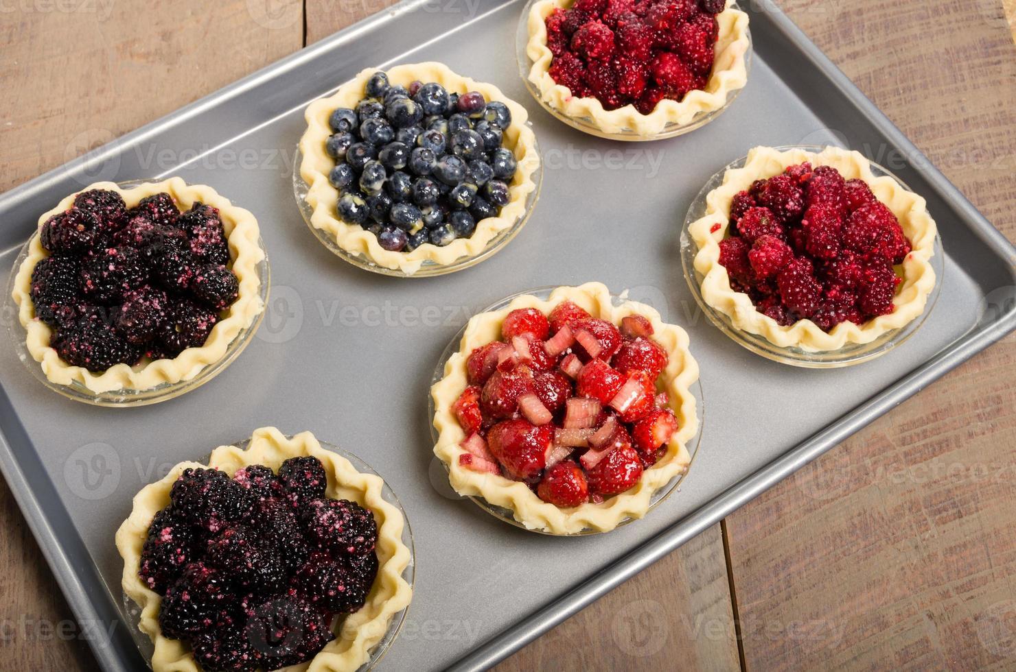 cuocere torte fatte in casa con frutta fresca foto