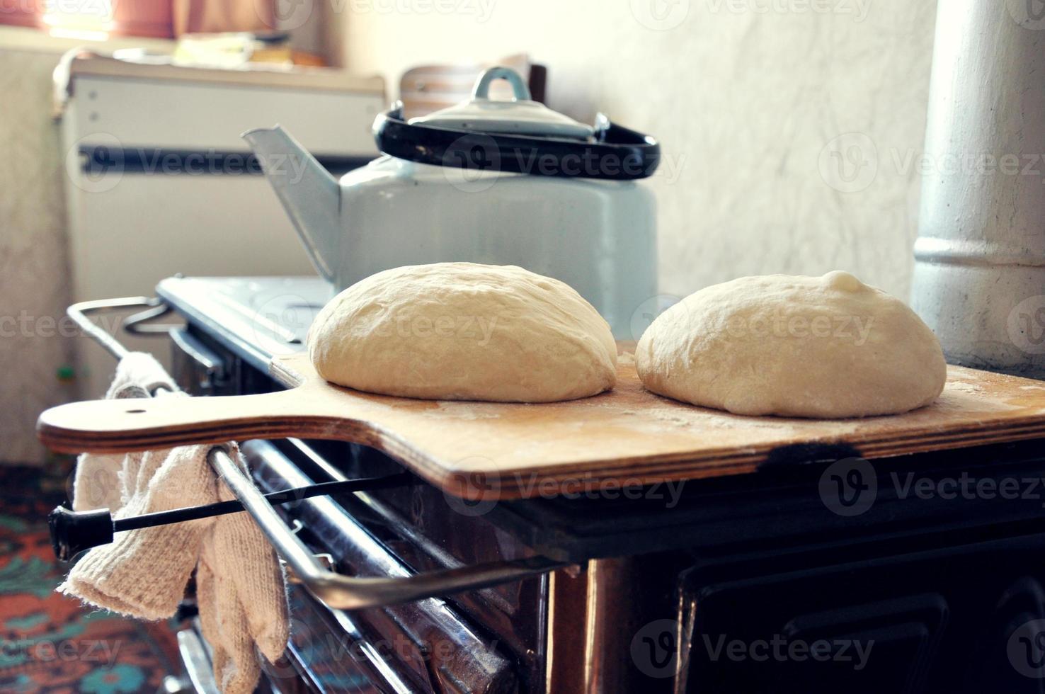 pane fatto in casa della nonna foto