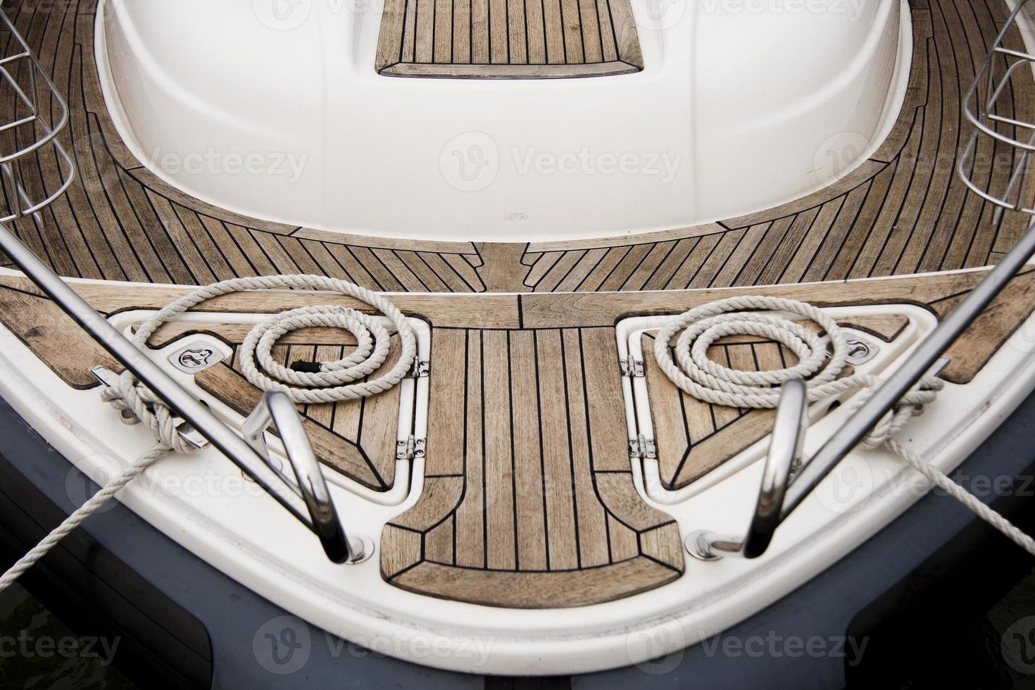 corde sul ponte della barca a vela foto