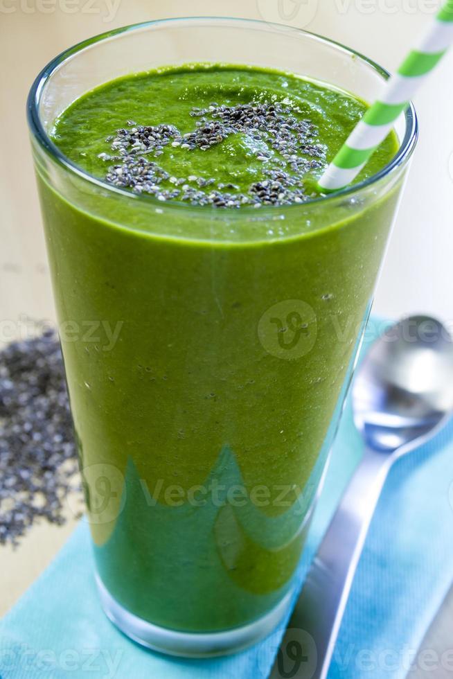 bevanda frullata di succo verde sano foto