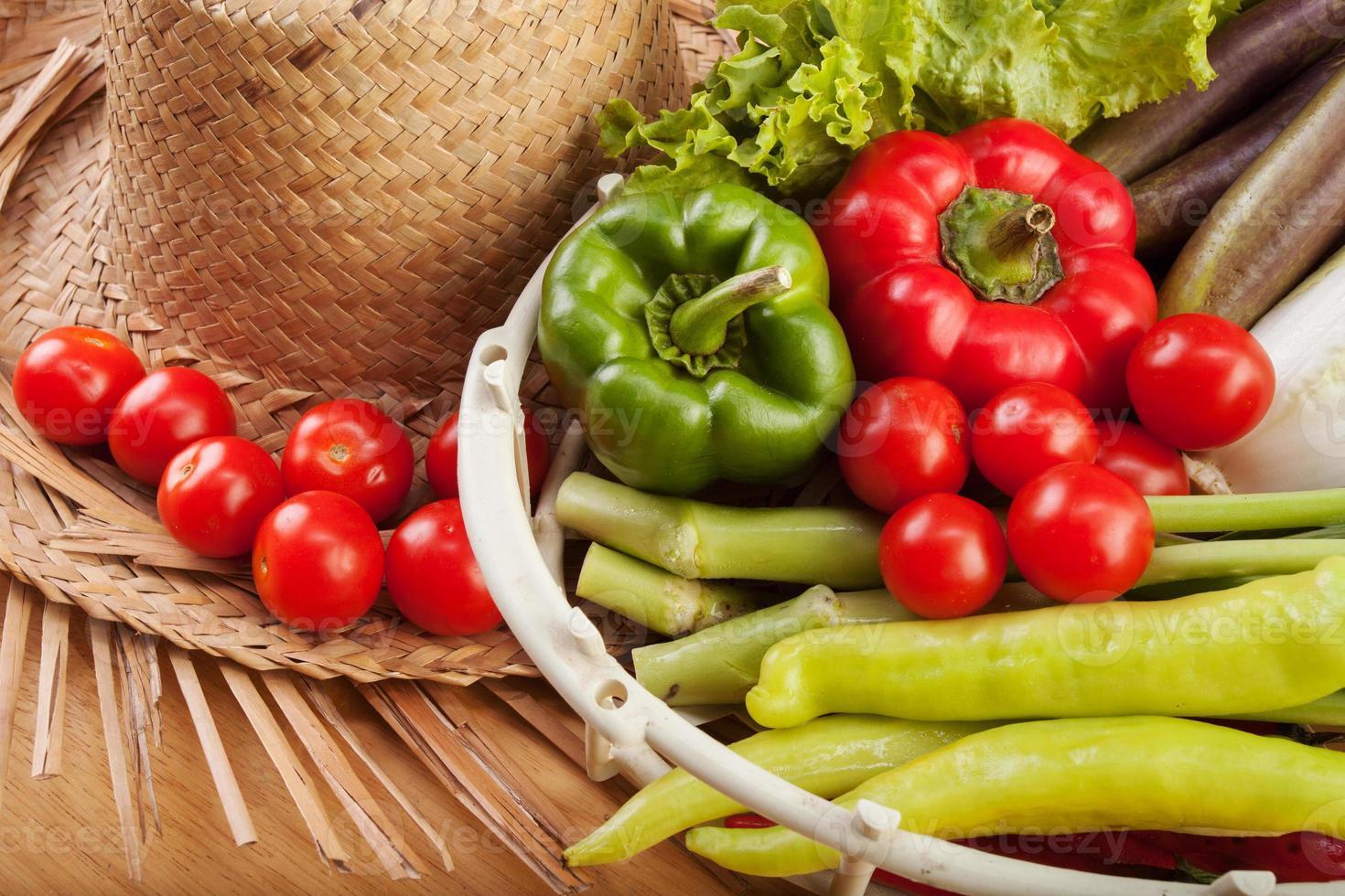 include frutta e verdura fresca. foto