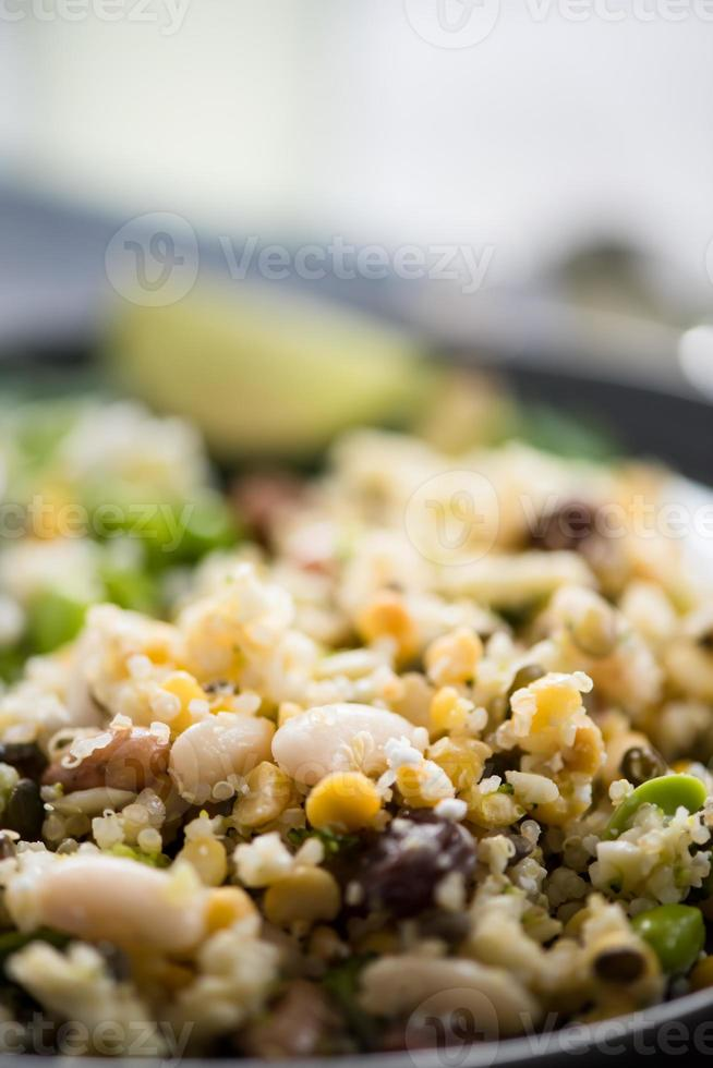 insalata vegetariana integrale foto