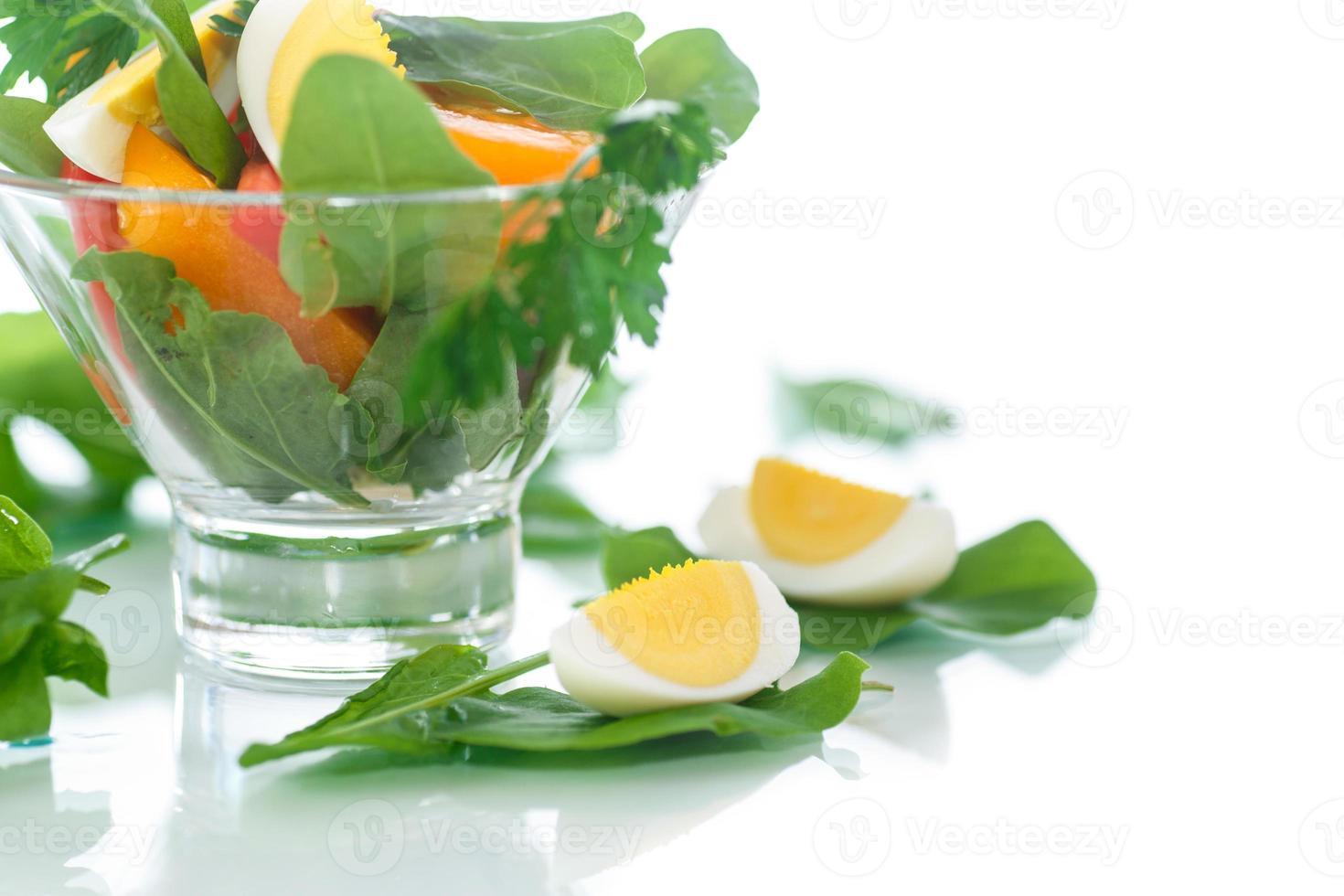 insalata di acetosa e pomodori con uovo foto
