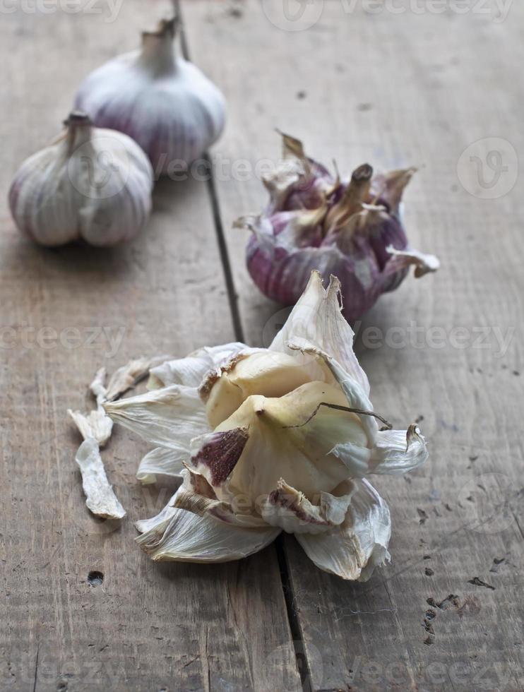 bulbi di aglio freschi foto