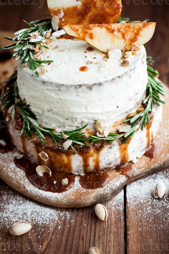 rosmarino decorato su torta alla crema foto