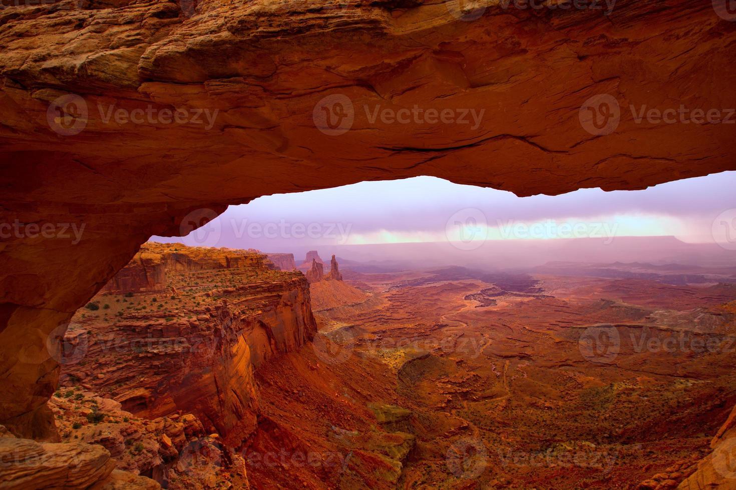 arco di mesa nel parco nazionale di canyonlands Utah SUA foto