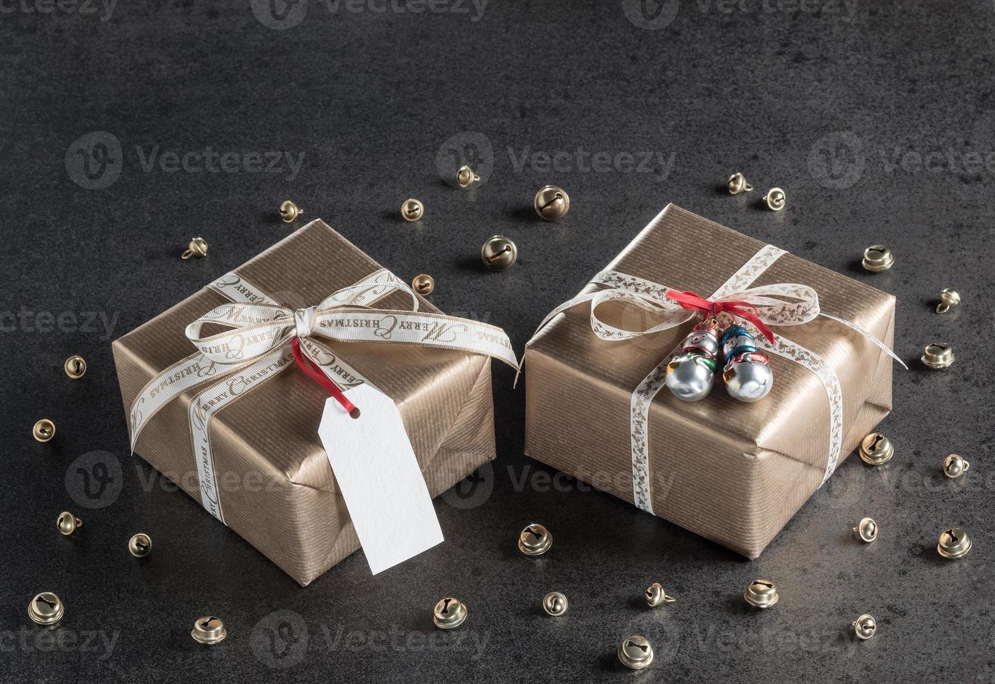 regali di Natale, etichetta regalo, decorazioni natalizie, pupazzi di neve foto