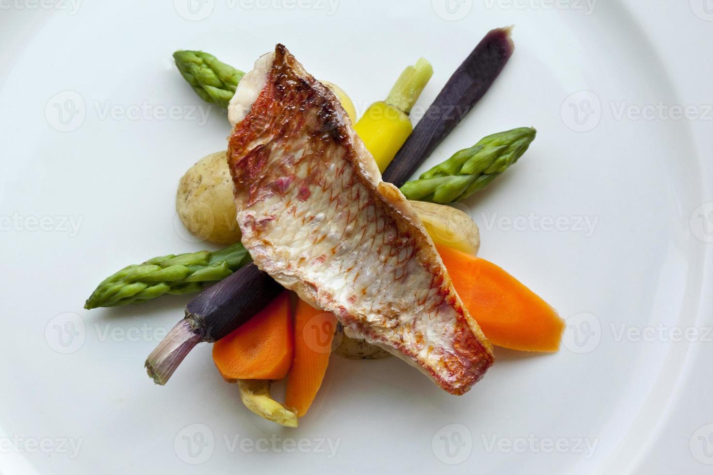 pesce e verdure foto