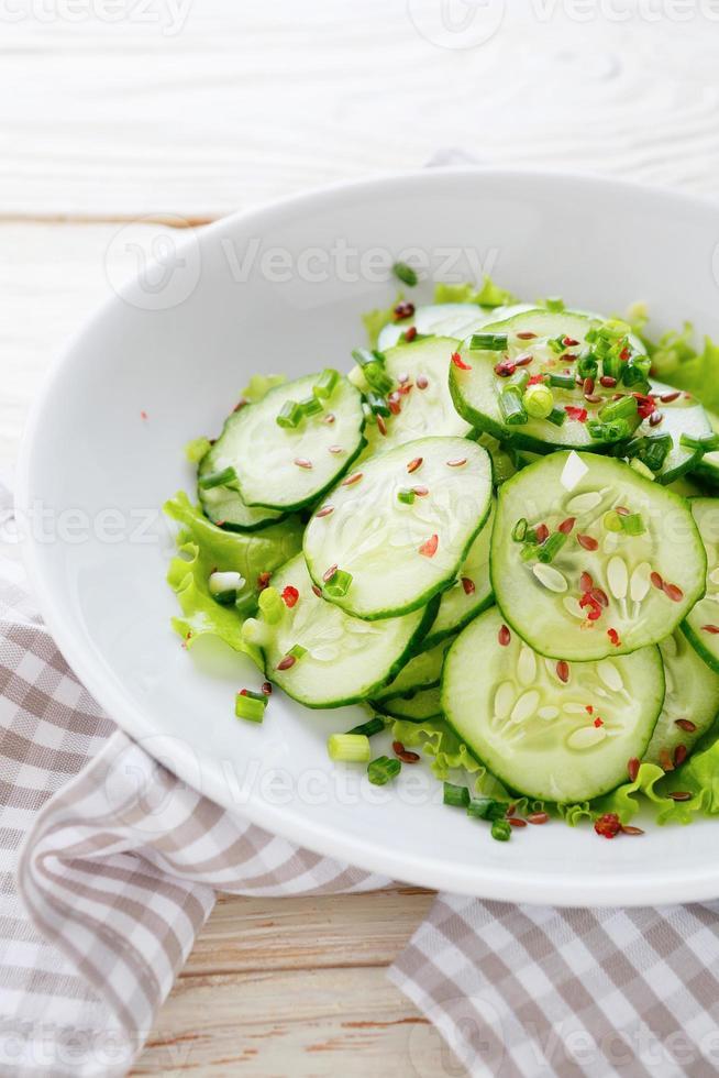insalata di cetrioli con semi di lino foto