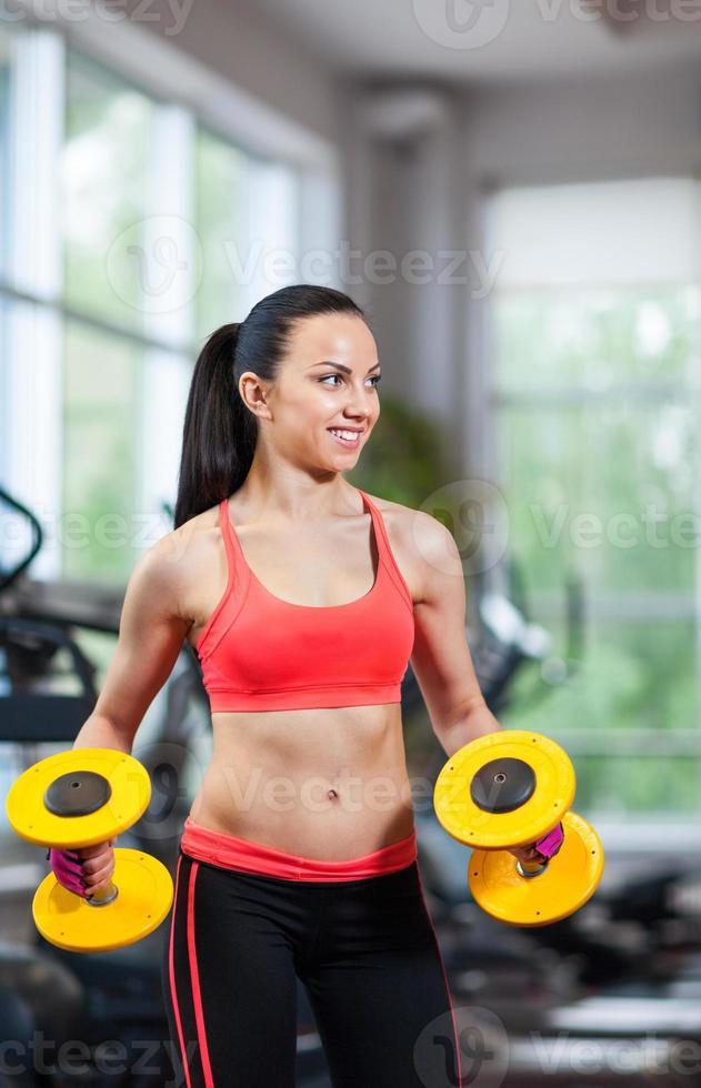 sport donna che esercita palestra, centro fitness foto