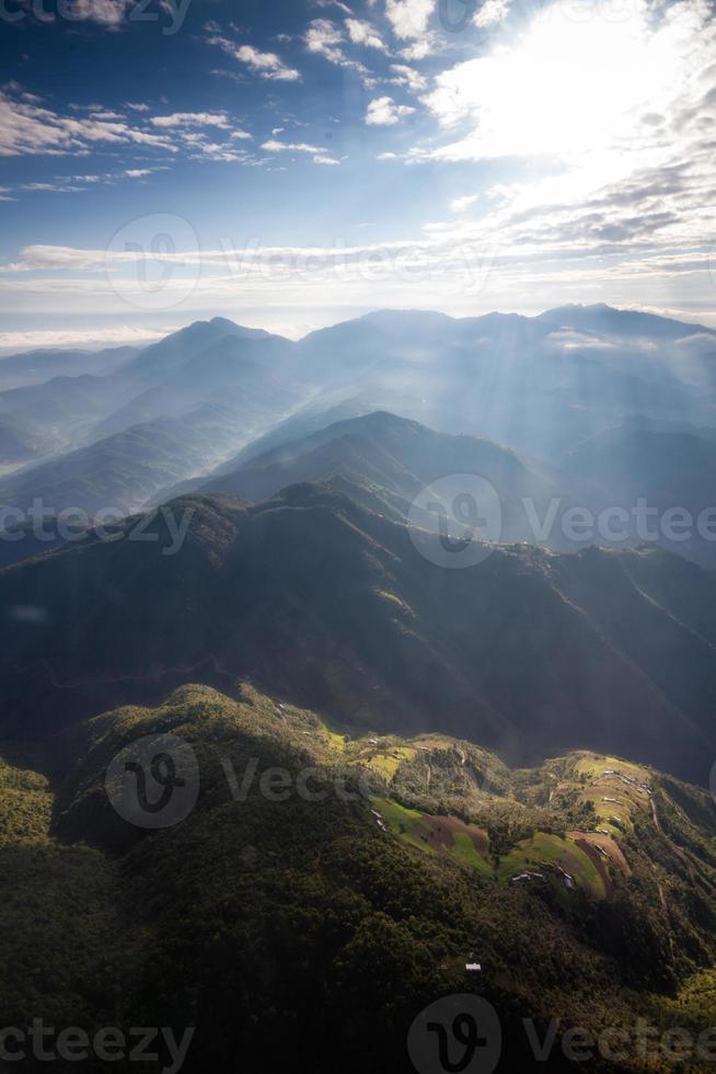 bellissimo paesaggio delle montagne dell'Himalaya foto