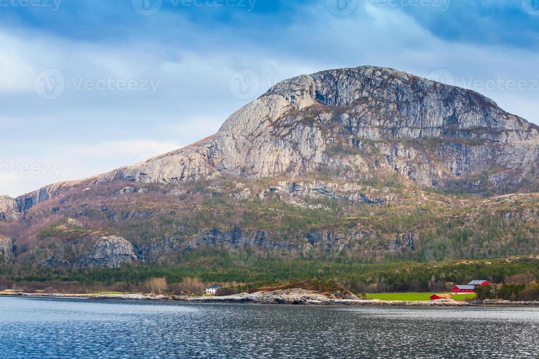 paesaggio norvegese tradizionale, costa del Mare del Nord foto
