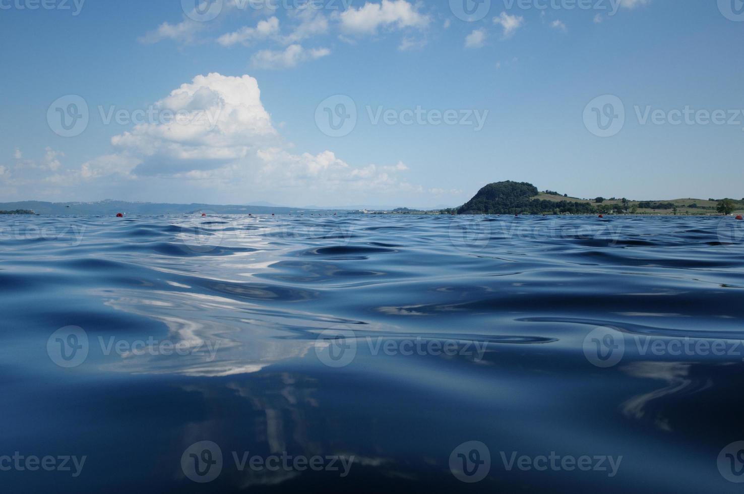 lago di bolsena foto