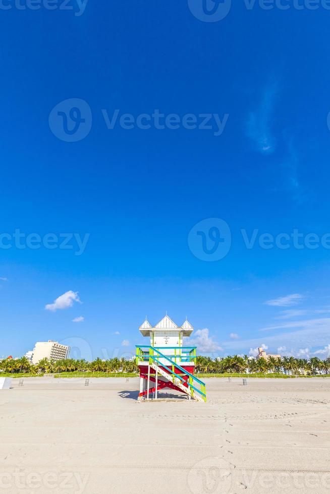 cabina del bagnino sulla spiaggia vuota, Miami Beach, Florida, Stati Uniti d'America foto