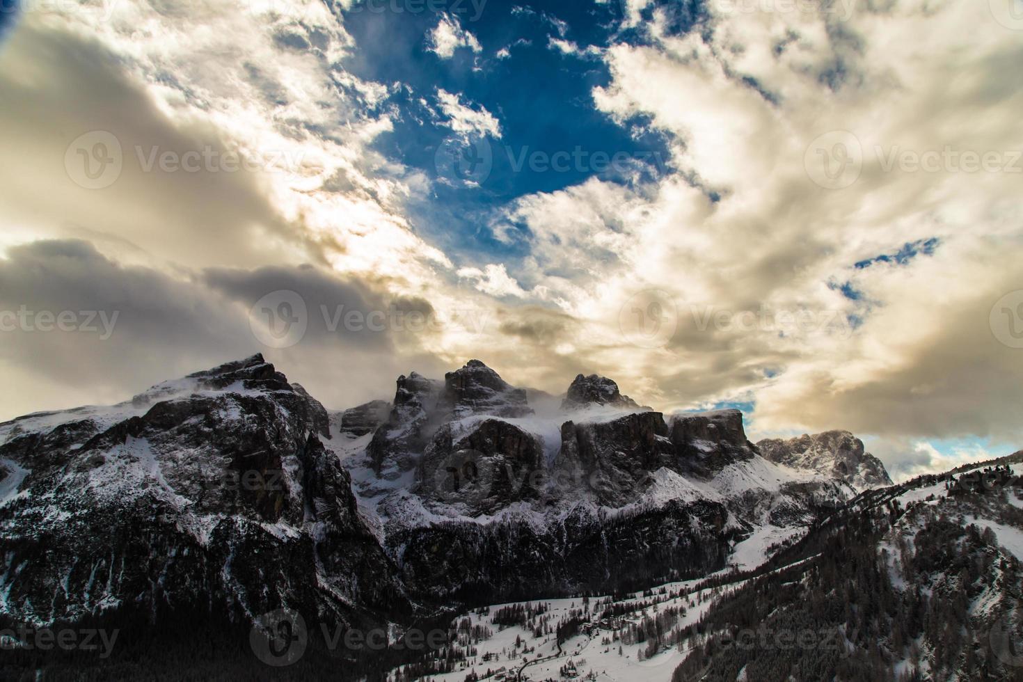 Dolomiti italiane pronte per la stagione sciistica foto