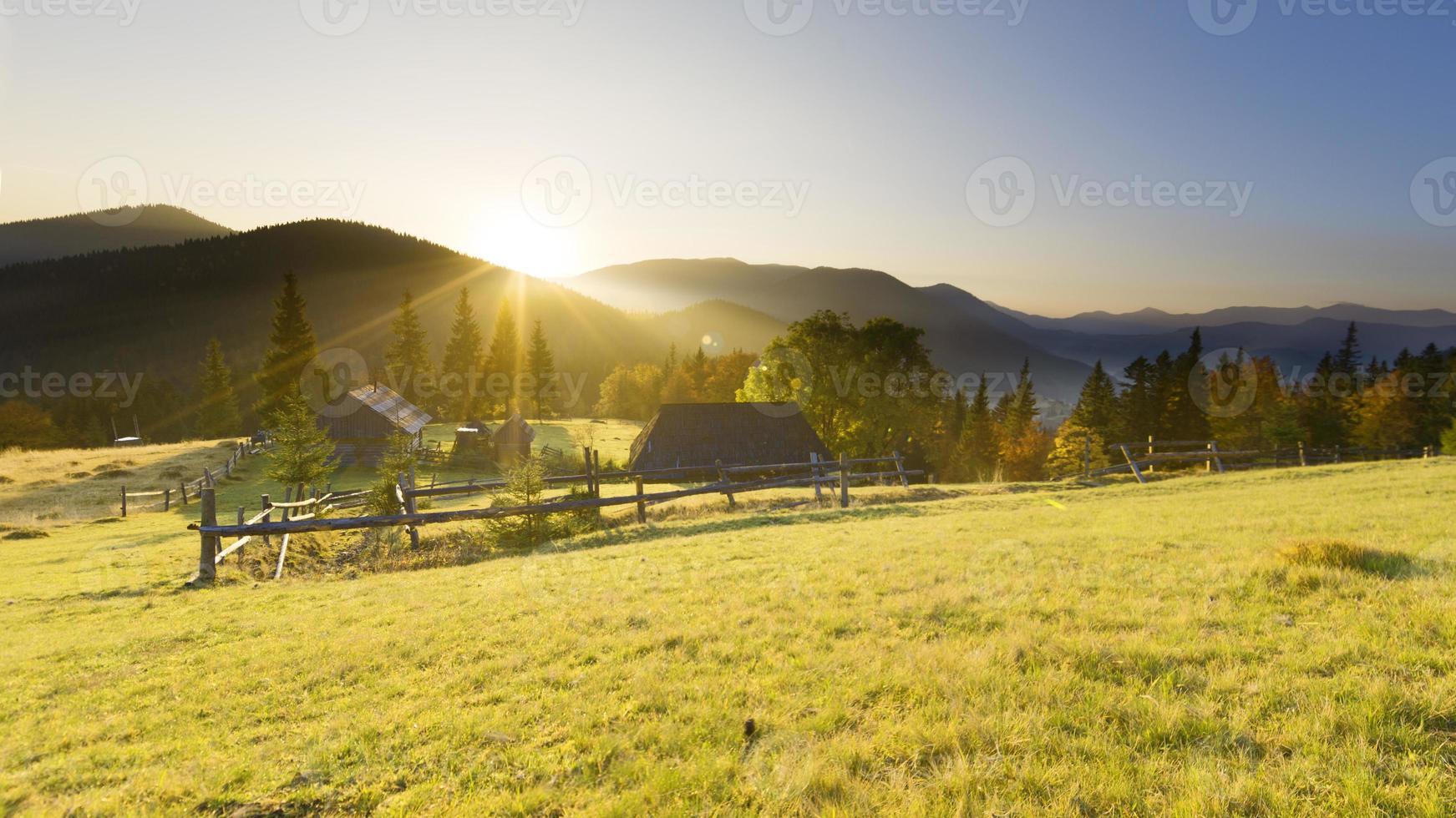 valle delle montagne foto