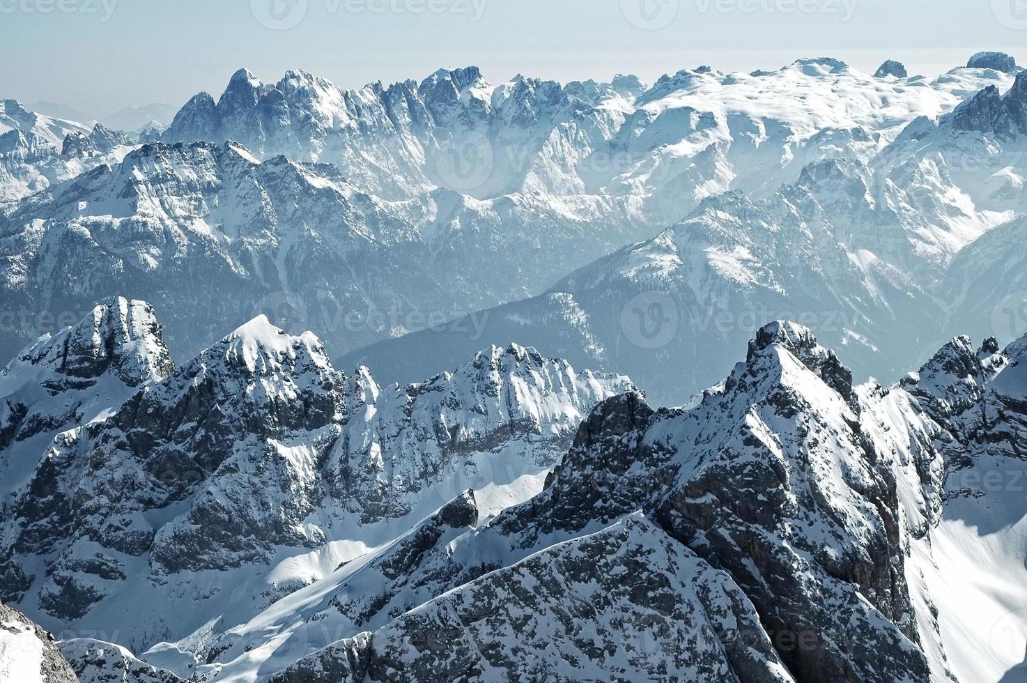 panorama delle alpi in inverno foto