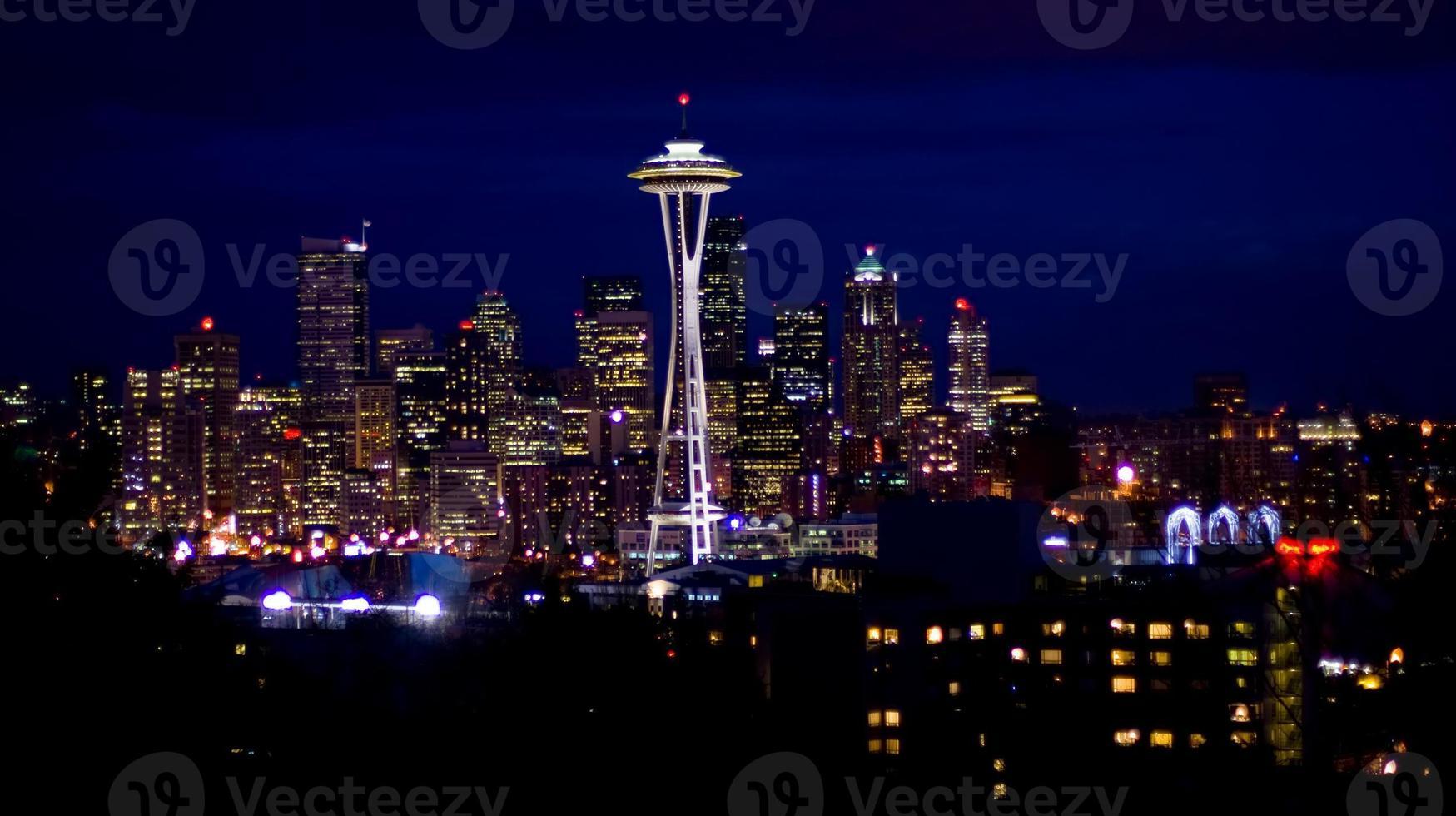 skyline di Seattle di notte foto