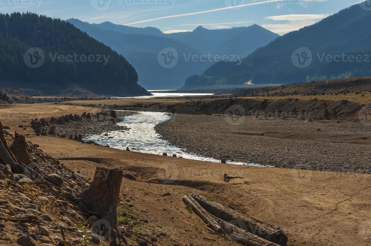 condizioni di siccità nel lago detroit, Oregon foto