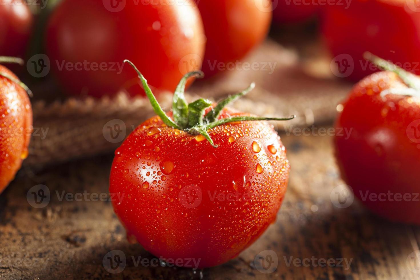 pomodori rossi maturi biologici foto