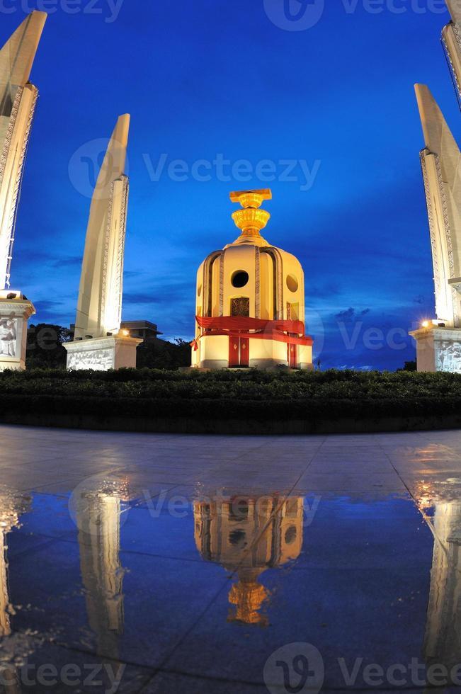 monumento alla democrazia tailandese foto