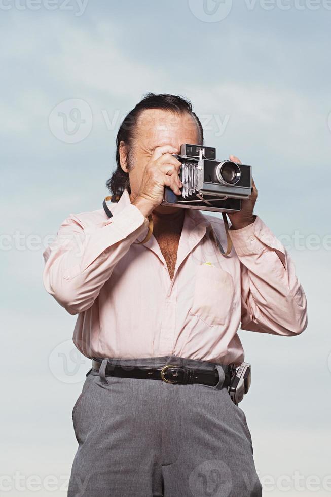 uomo che prende una fotografia foto