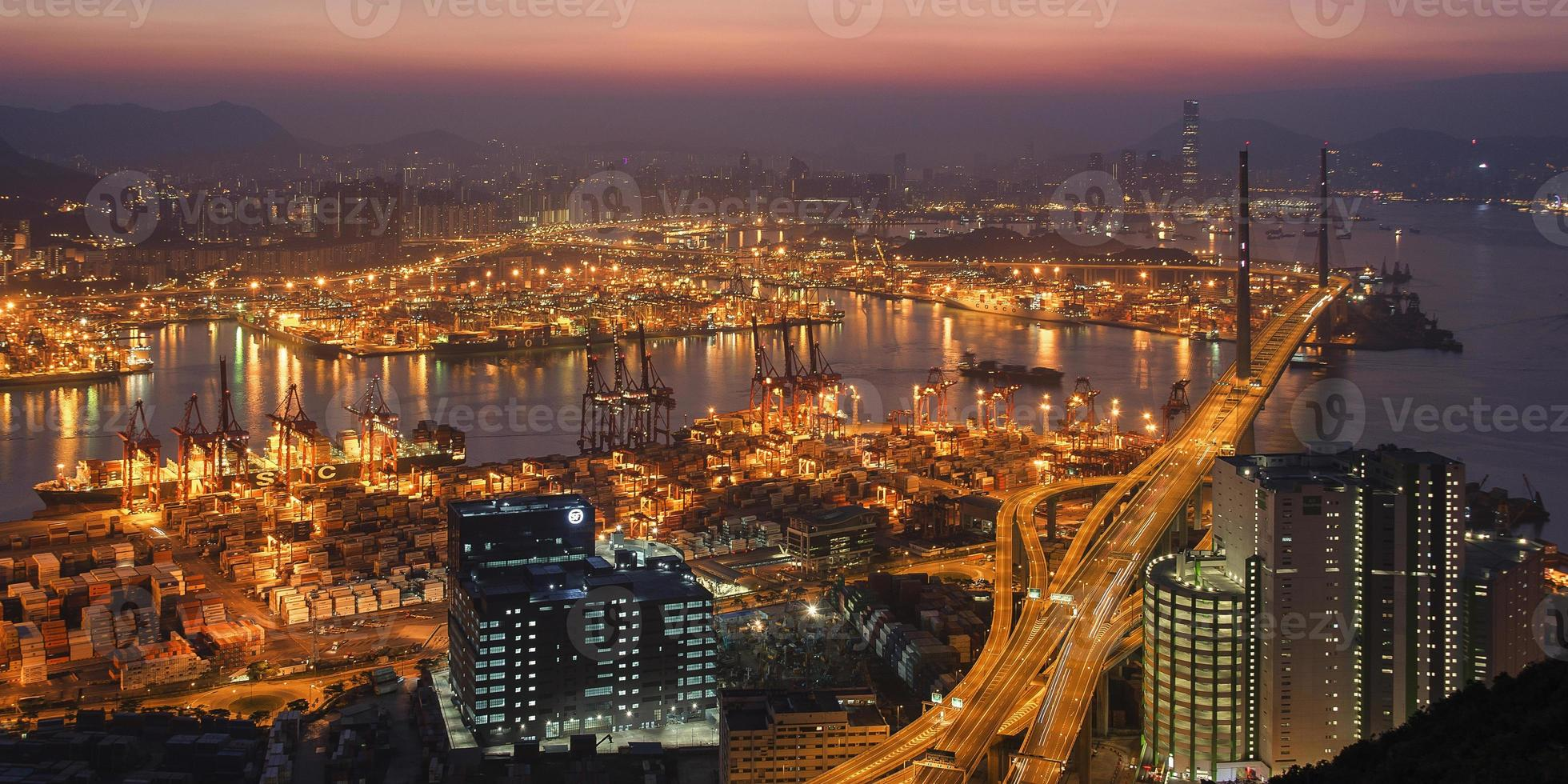 paesaggio urbano di Hong Kong all'alba foto