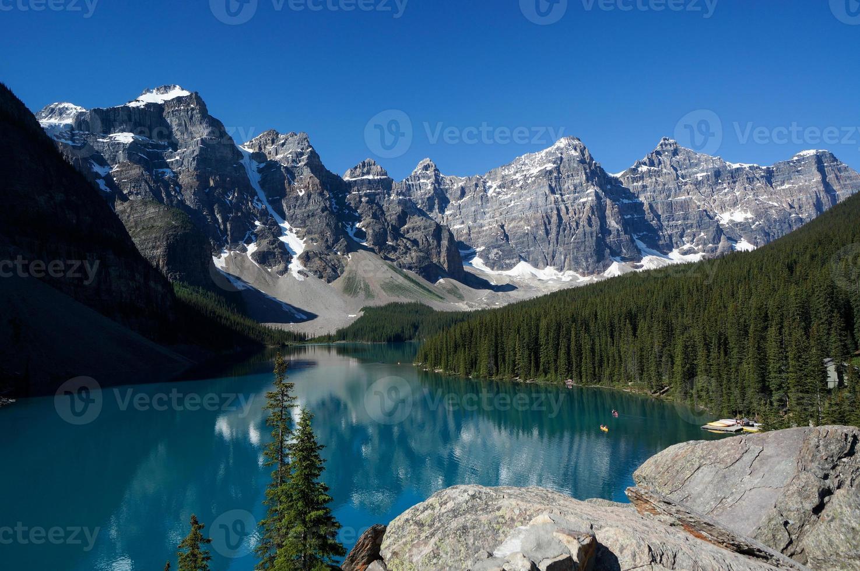lago morenico nel parco nazionale di banff foto