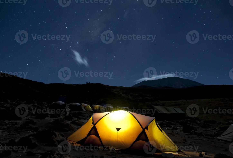 campeggio sotto le stelle Kilimanjaro foto