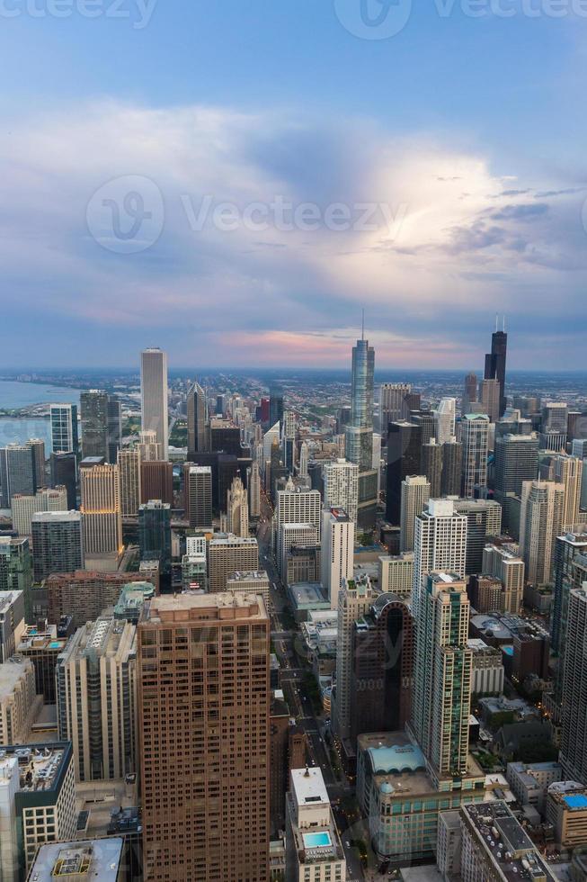 skyline del centro di Chicago al tramonto foto