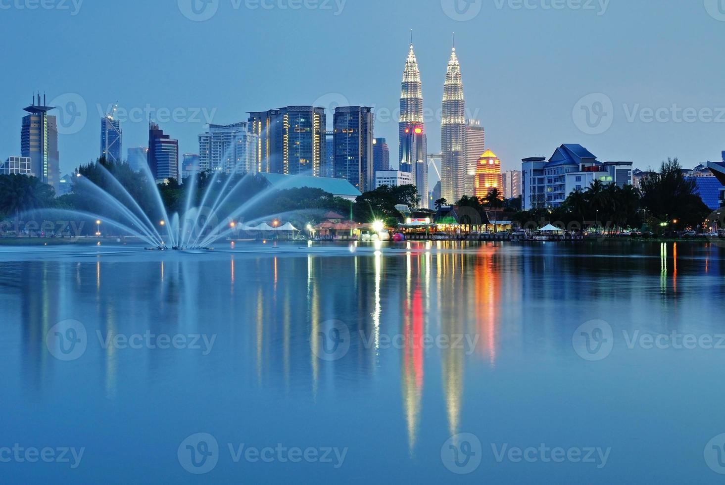 paesaggio di notte dell'orizzonte di Kuala Lumpur foto