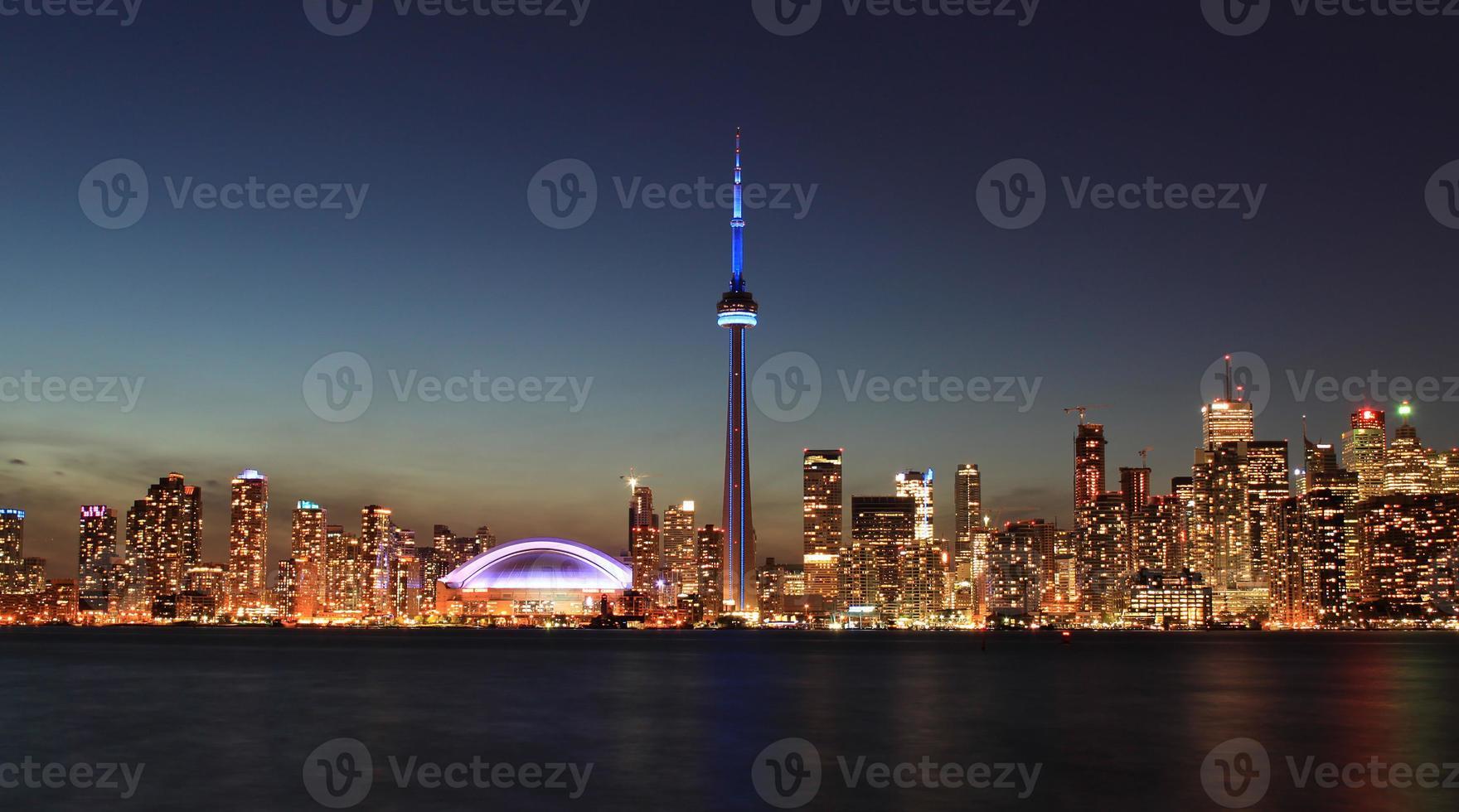 skyline di toronto di notte, canada foto