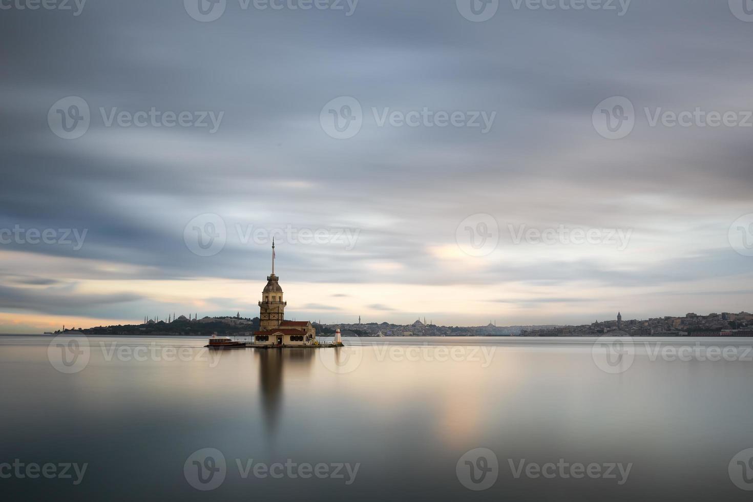 la torre della fanciulla a istanbul-turchia foto