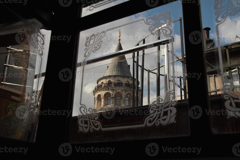 torre e finestre di galata foto