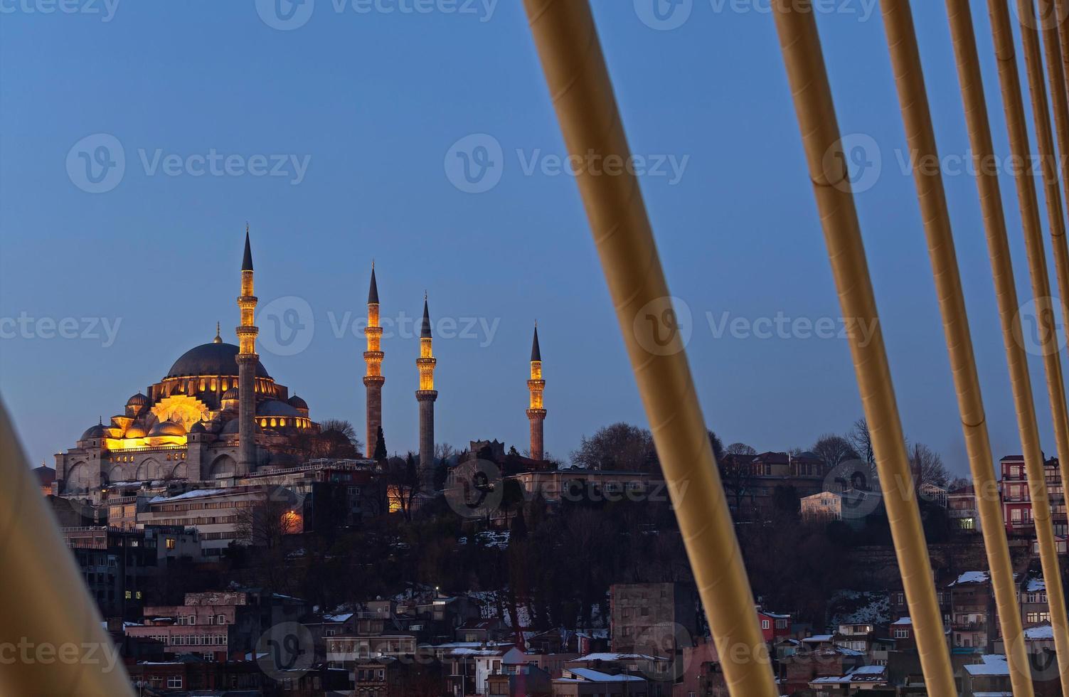 Moschea Suleymaniye dal ponte della metropolitana di halic foto