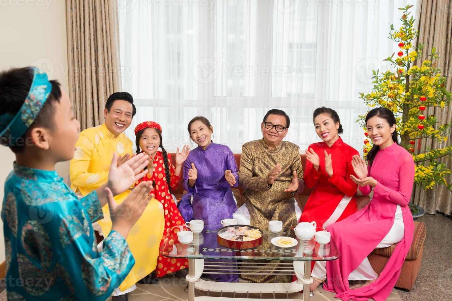 famiglia applaudente foto