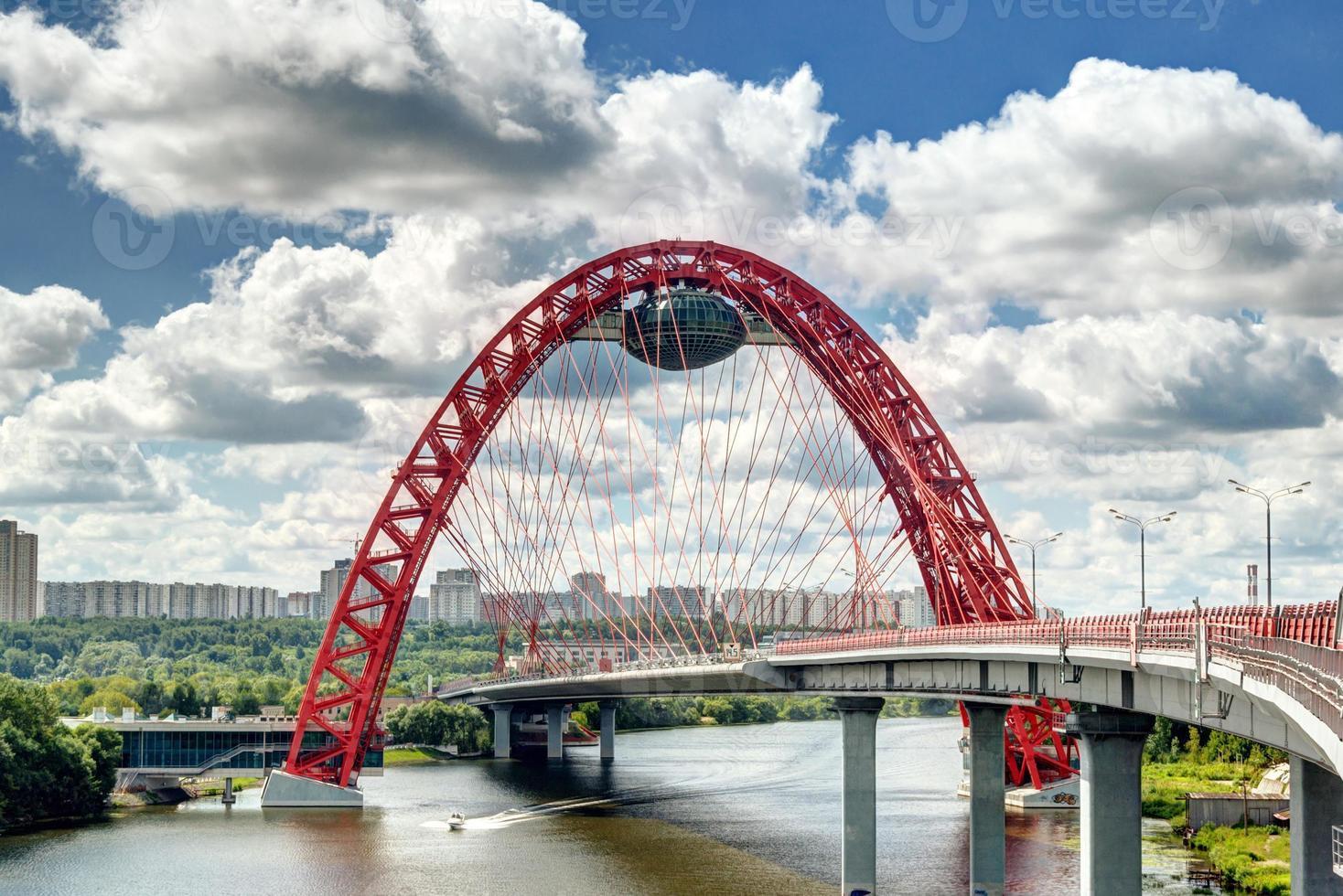 moderno ponte strallato a Mosca foto