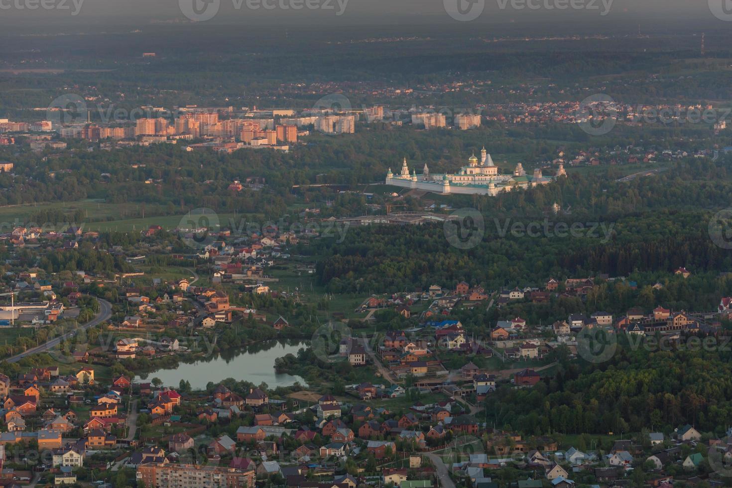la periferia di Mosca alla sera vista dall'alto foto