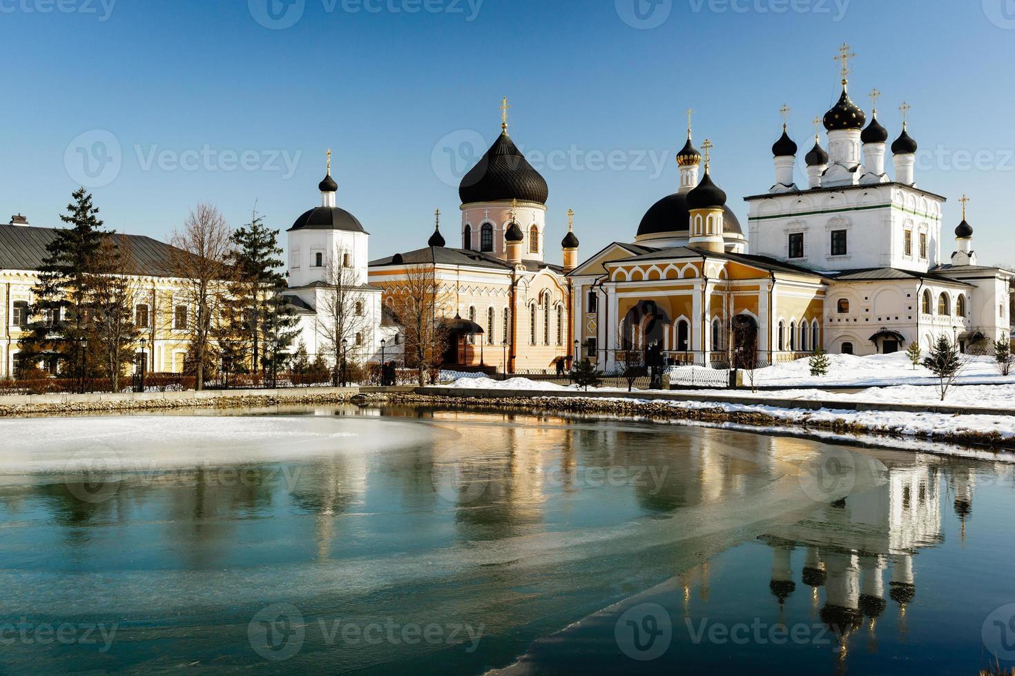 """il monastero """"davidov of deserts ascension"""" si trova a ottantacinque chilometri da Mosca foto"""