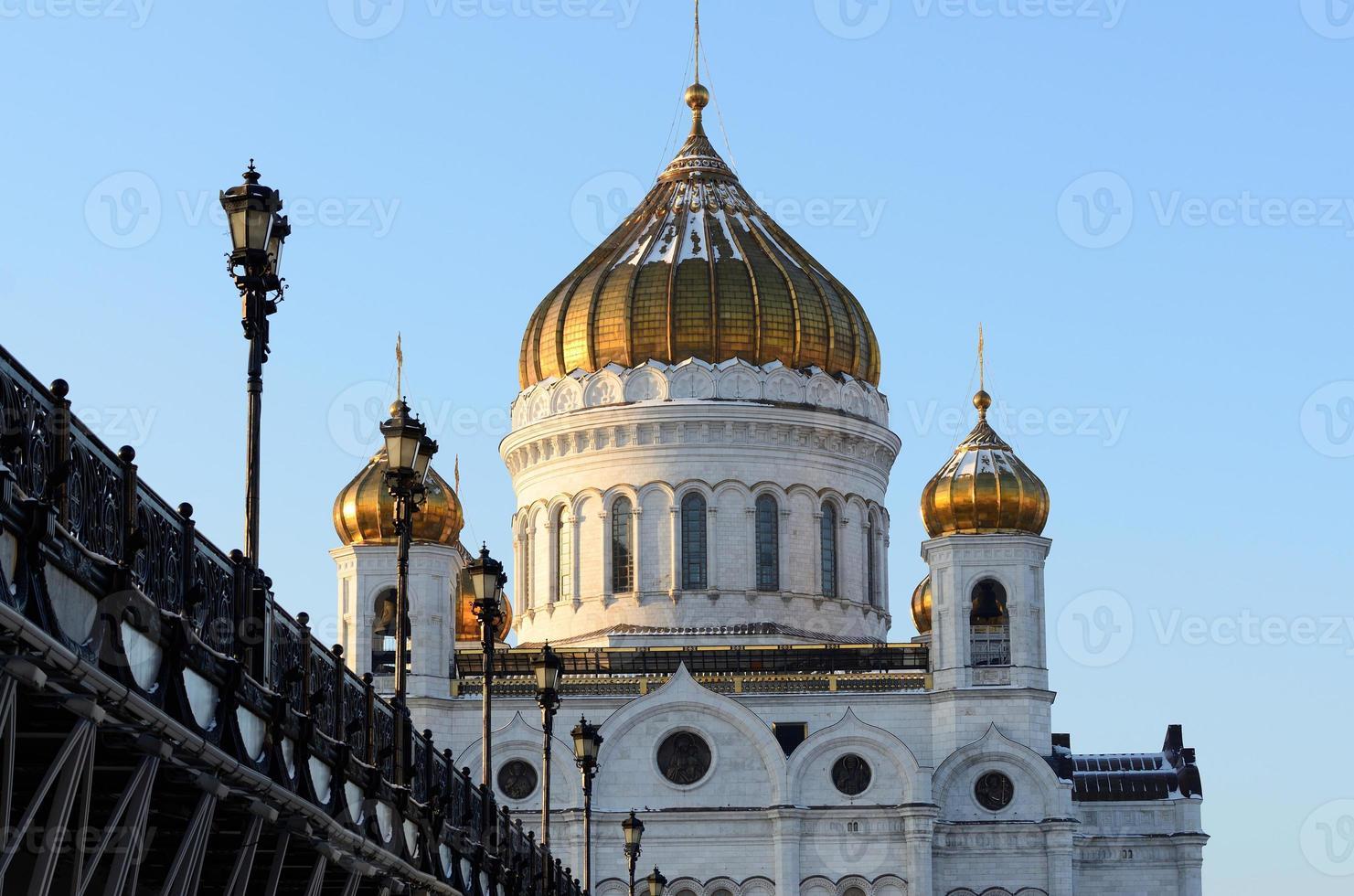 cattedrale di cristo salvatore e ponte patriarcale, inverno foto