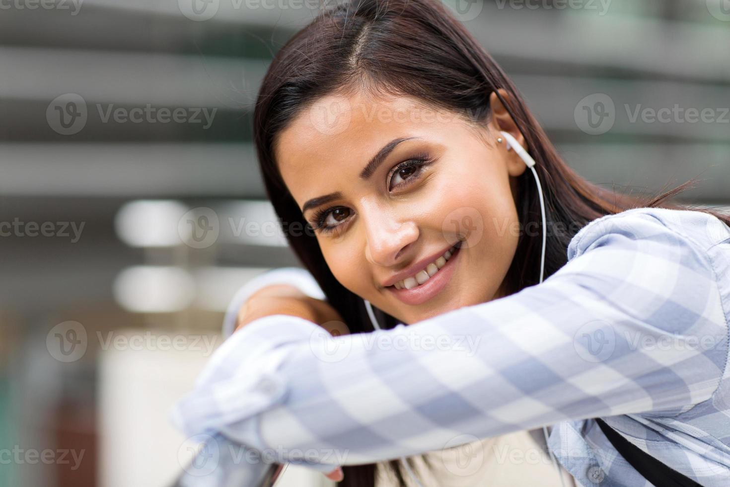 attraente studentessa universitaria foto